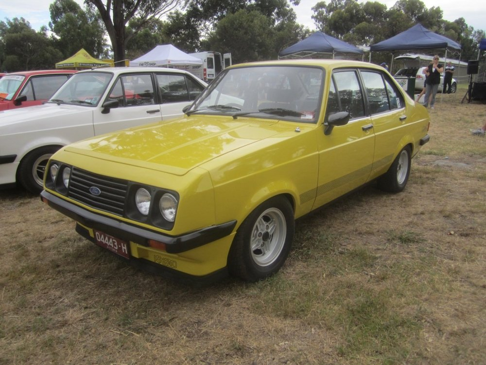 1979_Ford_Escort_(Mark_II)_RS_2000_4-door_sedan_(2012-02-05)s.thumb.jpg.e9646f6d30fcd36612c3f3d93776e3c9.jpg