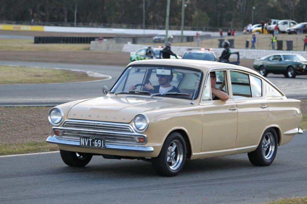 CortinaFastback9.thumb.jpg.4eb9fcb6a0c2e2c96eb4b48acba3dd0a.jpg