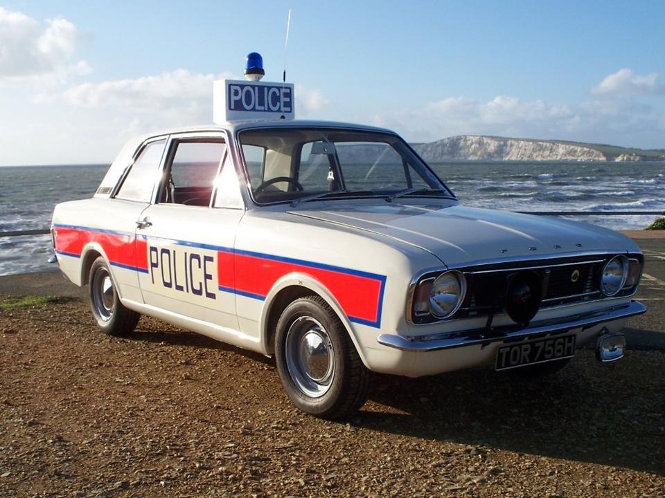 Lotus-Cortina-Police-11-v2.jpg.4206fab89926c5df2646ddeb4825f858.jpg
