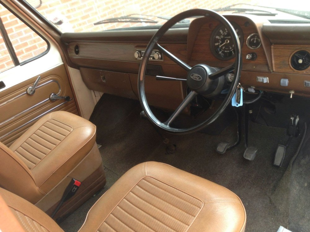 1977-Ford-Transit-MK1-Motorhome-cabin-driver.thumb.JPG.d896b11b5d78da2c93724687fafddcb9.JPG